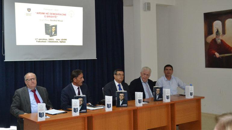 """Në UKZ u promovua libri """"Arsimi në demokracinë e brishtë"""" i autorit Prof. Dr. Bardhyl Musai"""