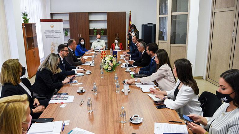 OAK zhvillon takime me Institucionet në Maqedoninë e Veriut