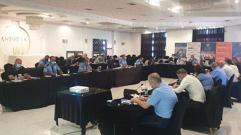 Policia me seminar që ka të bëjë me parandalimin e ekstremizmit dhe radikalizmit të dhunshëm
