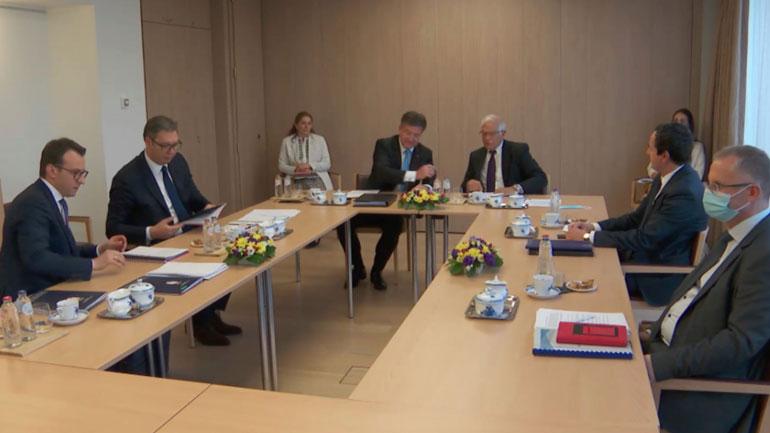 Takimi në Bruksel: Serbia nuk pranon të nënshkruajë Deklaratë të Paqes, e as të ballafaqohet me të kaluarën