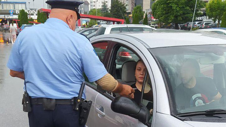 Policia edhe në Gjilan nis fushatën vetëdijësuese kundër shfrytëzimit të fëmijëve në kërkim lëmoshë
