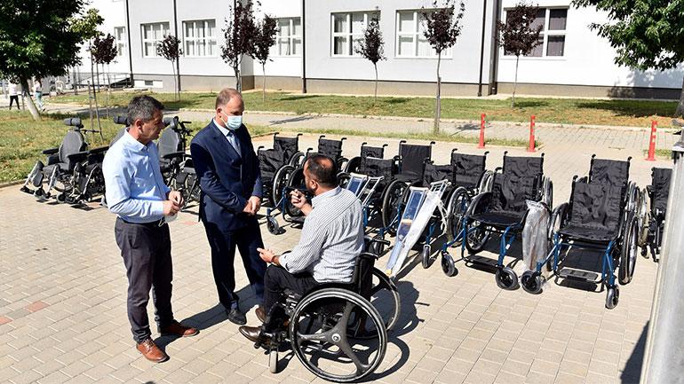 SHSKUK pranon donacion me pajisje ndihmëse nga Handikos