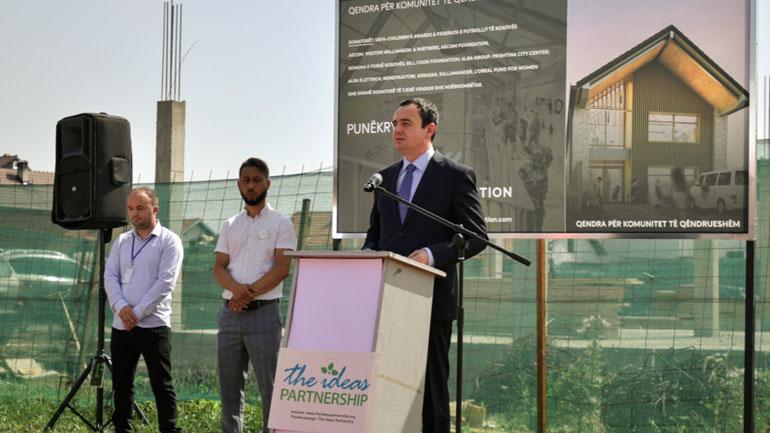 Kurti: Qeveria do të mbështesë nismat për zvogëlimin e hendekut në arritjet arsimore të komuniteteve