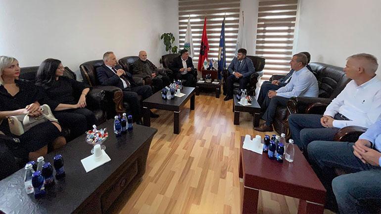Kryetari Haziri ua uron Kurban Bajramin, Bashkësisë Islame në Gjilan dhe të gjithë qytetarëve