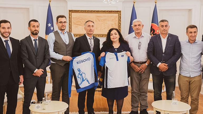 Presidentja Osmani e bindur që vajzat dhe djemtë e ekipit olimpik do të arrijnë rezultate të mira