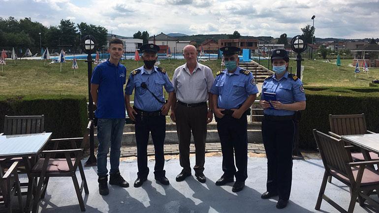 Policia u ofron përkrahje pronarëve të pishinave në Gjilan
