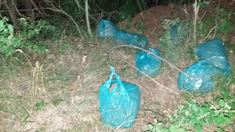 Njësitet policore kufitare gjatë patrullimit hasin në shtatë qese najloni me mbi shtatë kilogram substancë narkotike