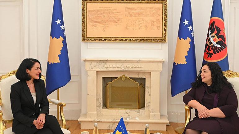 Presidentja Osmani priti në takim komisioneren për Informim dhe Privatësi, Krenare Sogojevën