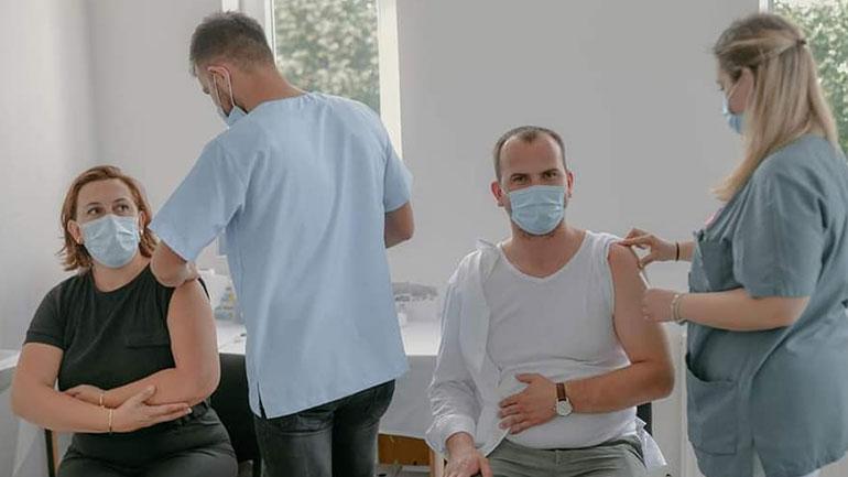 Vaksinohet Kryetari i Kamenicës dhe Drejtoresha e Shëndetësisë dhe Mirëqenies Sociale