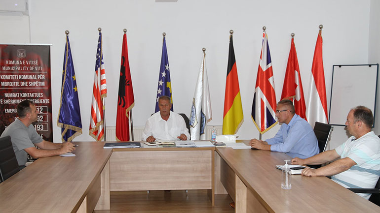 Komuna e Vitisë bën thirrje për ngritje të kapaciteteve të furnizimit me ujë, rrymë dhe menaxhim të mbeturinave