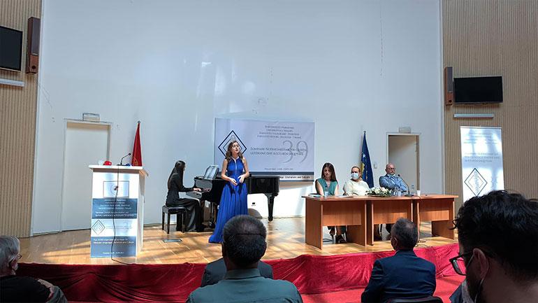 Një befasi e këndshme për mysafirët e huaj në hapje të Seminarit për Gjuhën, Letërsinë dhe Kulturën Shqiptare