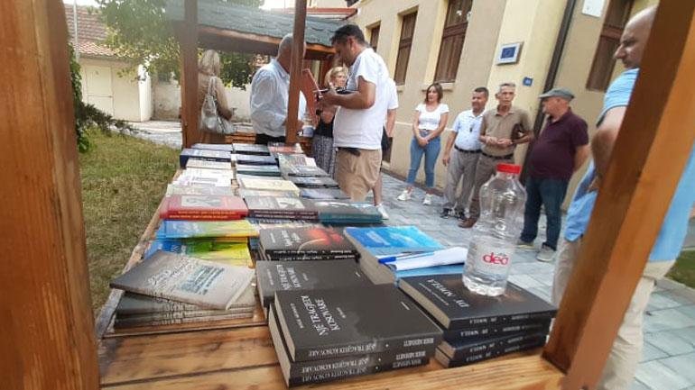 Në Gjilan u hap ekspozita e librit