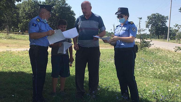 Policia me fushatë nëpër fshatrat e Gjilanit për të parandaluar zjarre të mundshme (FOTO)