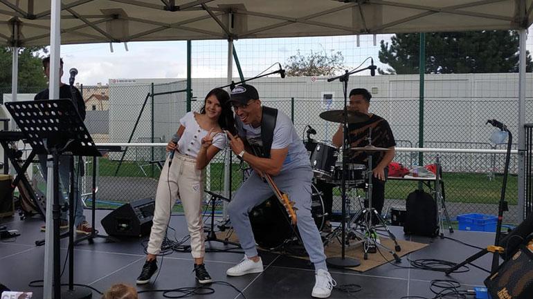 """Njëmbëdhjetëvjeçarja gjilanase performoi në """"Summer festival Paris – Festival de l'été Paris"""""""