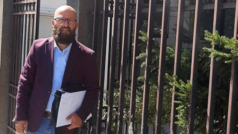 Sllaminku dorëzon shkresë në Gjykatën Kushtetuese kundër vendimit të kreut të Gjilanit