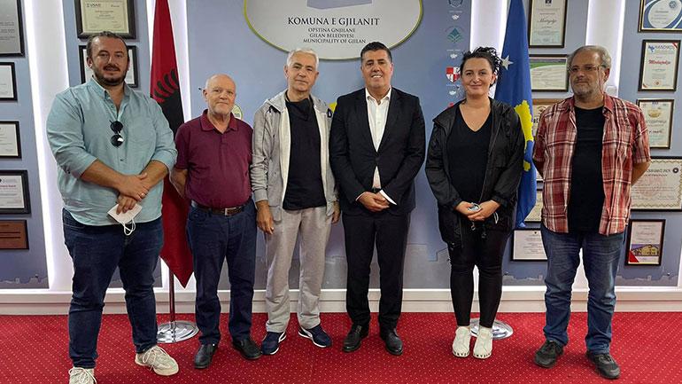 Haziri takon përfaqësuesit e Shoqatës së Arteve Pamore, vlerëson lartë kontributin e tyre