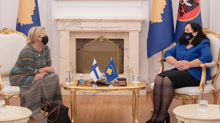 Presidentja Osmani priti ambasadoren e Finlandës, Pia Stjernvall