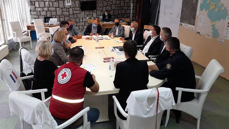 Haziri: Nga nesër, punëtorët e shtetit nuk do të mund të hyjnë në vendet e punës pa konfirmim të vaksinimit, test PCR apo test rapid