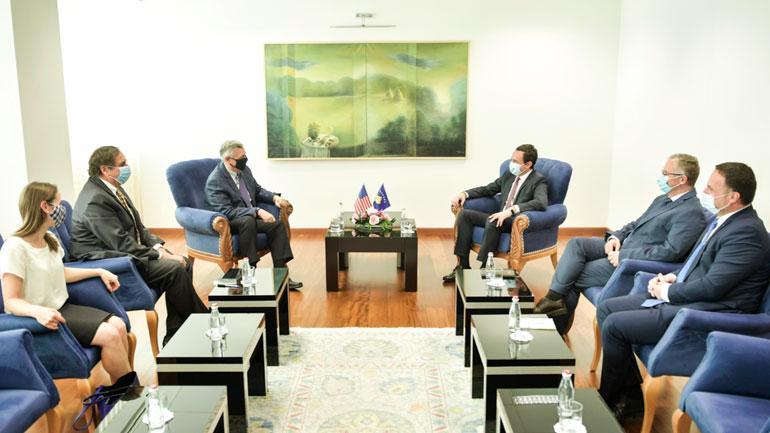 Kryeministri Kurti zhvillon takim lamtumirës me ambasadorin Kosnett, e falënderon për bashkëpunimin