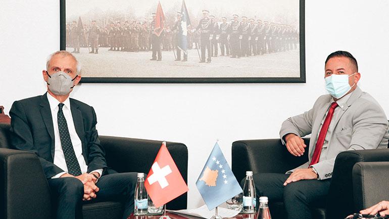 Ministri Mehaj priti në takim ambasadorin e Zvicrës në Kosovë, Thomas Kolly