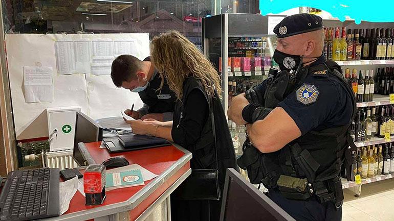 Gjilan: Policia po vazhdon me inspektim të zbatimit të masave anti-Covid në qendra tregtare dhe lokale hoteliere