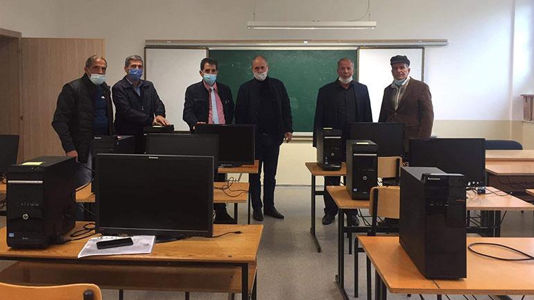 Shkollat në Vërban dhe Radivojc bëhen me kabinet të informatikës, falë donacionit të bashkatdhetarit, Tahir Shabani